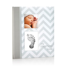 Livre de bébé gris en chevrons Pearhead.